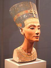 ネフェルティティの胸像(ベルリンの国立博物館所蔵)