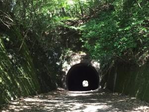 廃線跡のトンネル